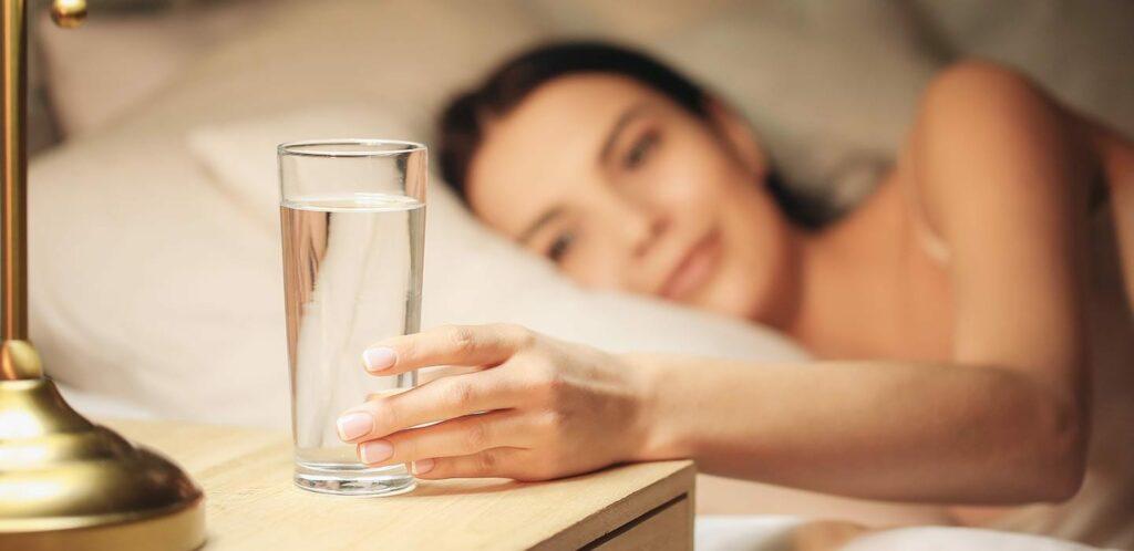 Uống nước trước khi đi ngủ