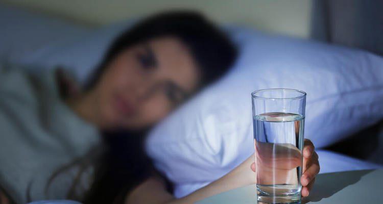 Uống nước trước khi ngủ